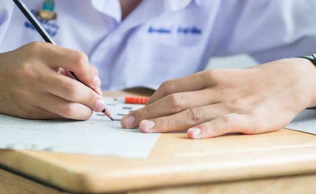 Qual a importância dos exames para ingresso na faculdade?