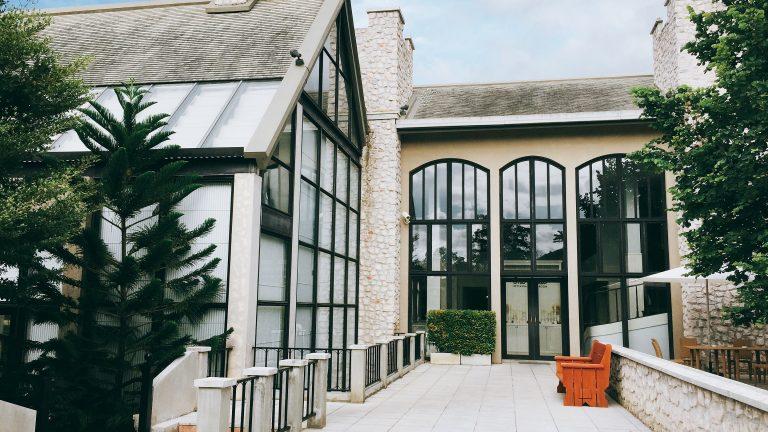 5 dicas para não errar ao comprar os vidros de sua casa!